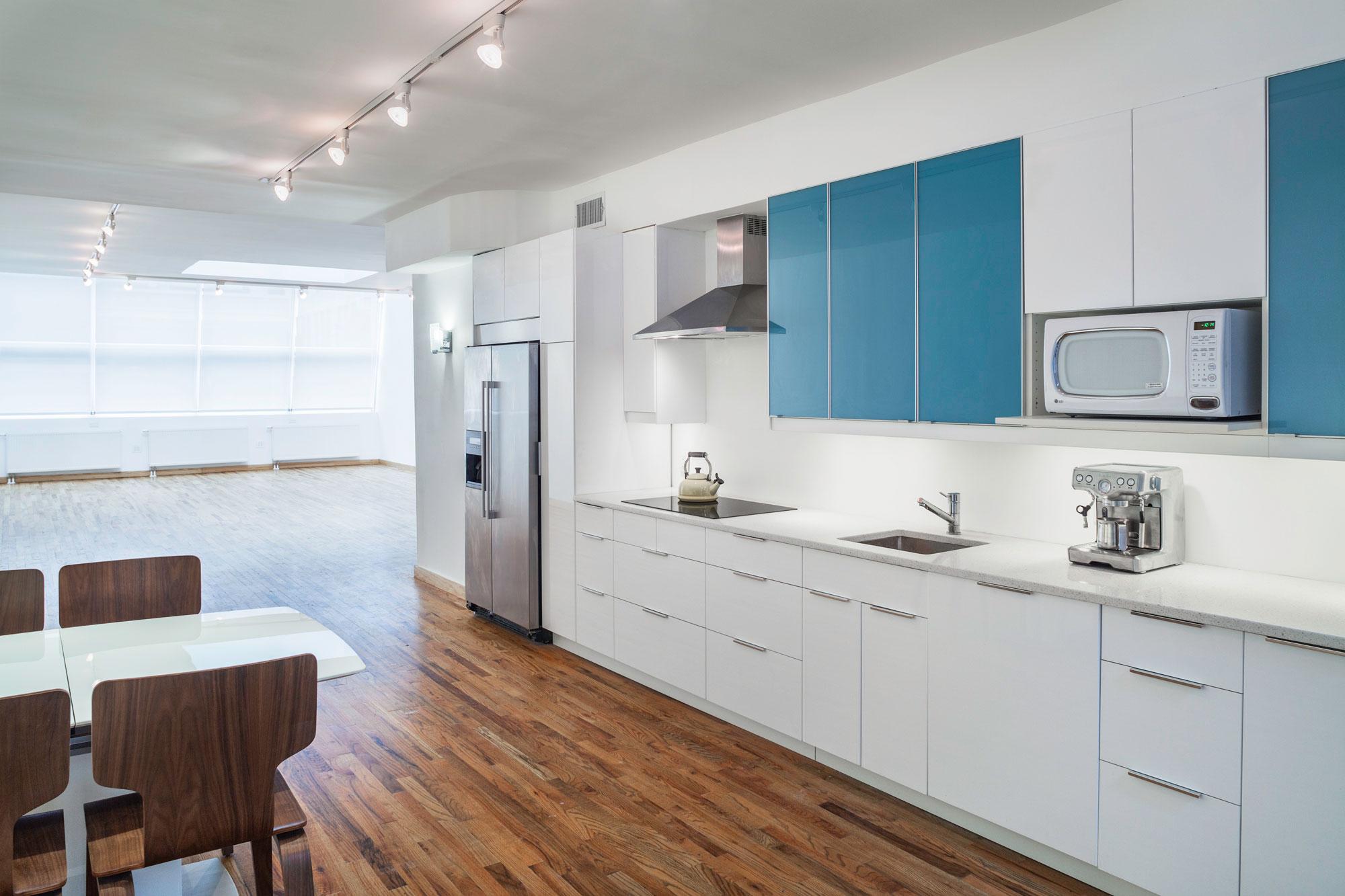 Studio a full kitchen