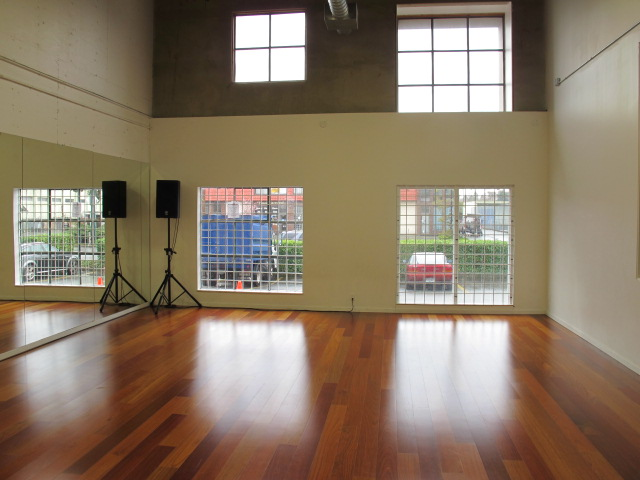 Studio 5 with high windows img 0999