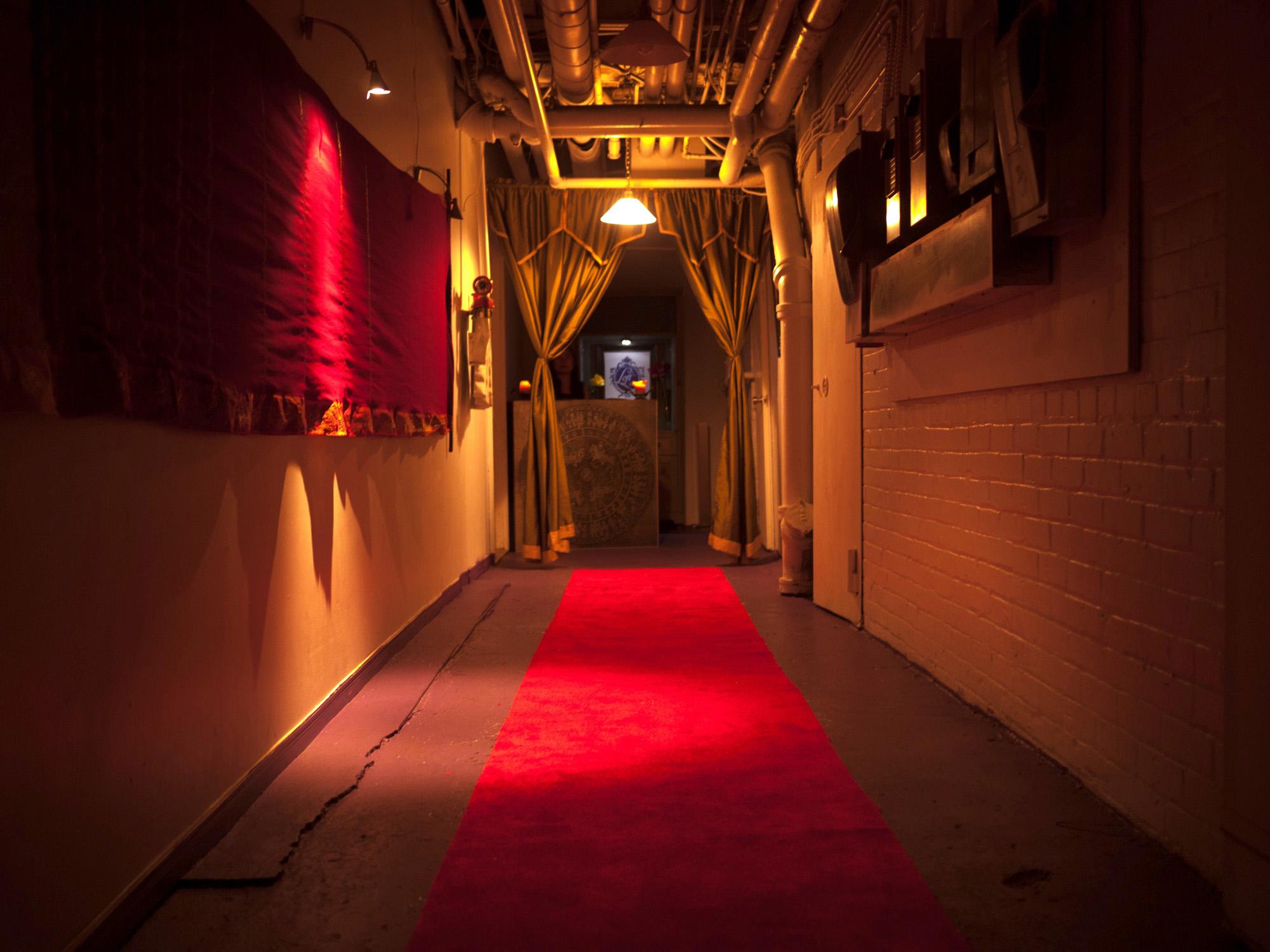 Photo loft404 blounge red carpet entrance