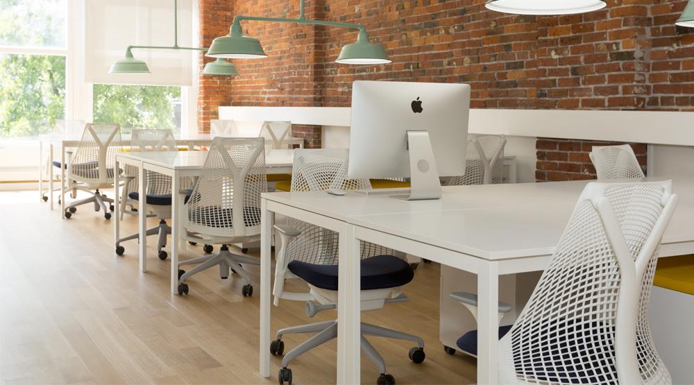 Desks wide 243a8980